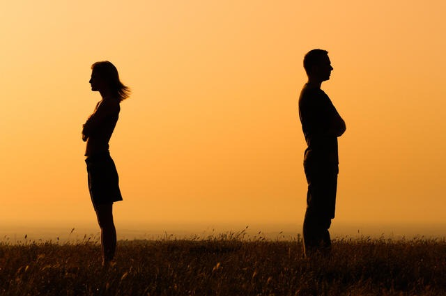 Silhouette of man and women turned away from each other - dealing with marriage separation